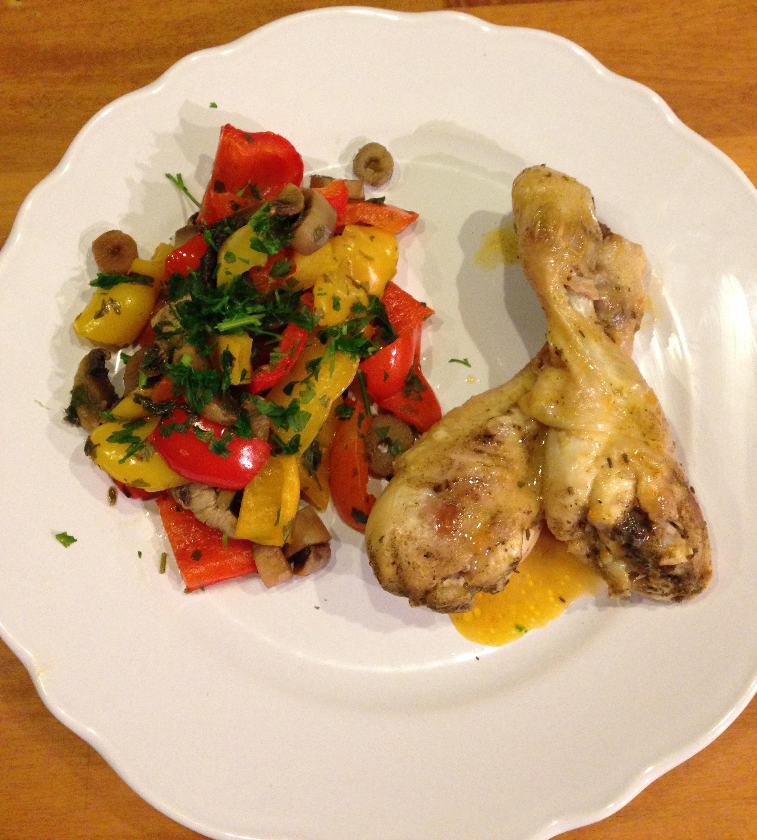Pranzo: fusi di pollo bolliti e conditi con succo di pompelmo, contorno peperoni saltati con funghi e prezzemolo