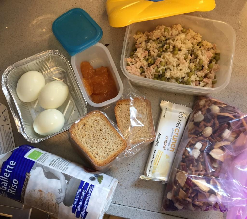 Rifornimento di cibo: cena: riso e piselli Spuntino: frutta secca mista. Colazione:gallette di riso,fette biscottate integrali con marmellata senza zucchero e uova. Made by Meli.