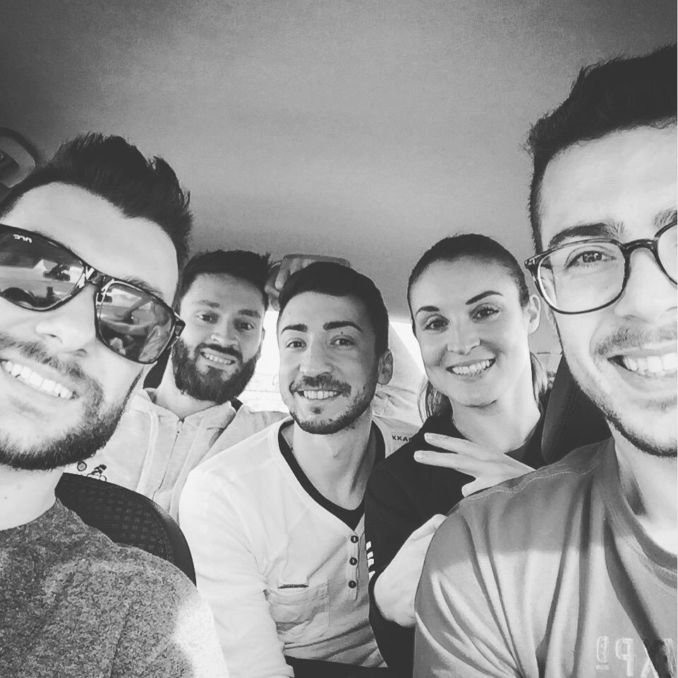 In auto, da sinistra: Mattia, Fabio, Simone, la sottoscritta e Cristiano